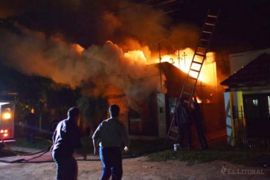 Corrientes: Dos hermanitos murieron tras incendiarse su casa mientras dormían