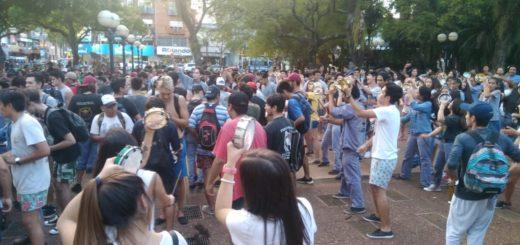 #Estudiantina2018: Los colegios ganadores festejaron en la Plaza 9 de Julio