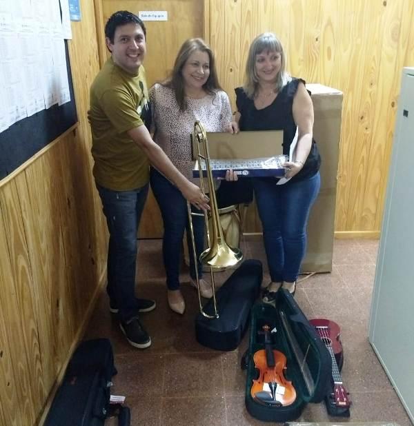 Oberá: entregaron instrumentos musicales a instituciones educativas