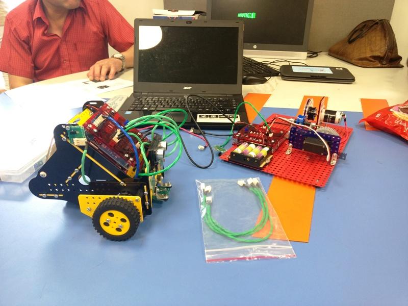 Junto al Ministerio de Industria de Misiones, la Escuela de Robótica entregó kits educativos para promover el aprendizaje
