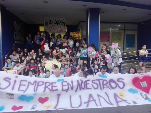 A un mes de la muerte de Luana Kruka, familiares y amigos marcharon por las calles del centro posadeño para pedir justicia