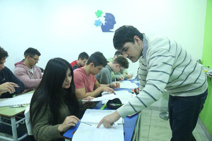 LACADEMIA lanza sus tutorías para adolescentes de nivel secundario