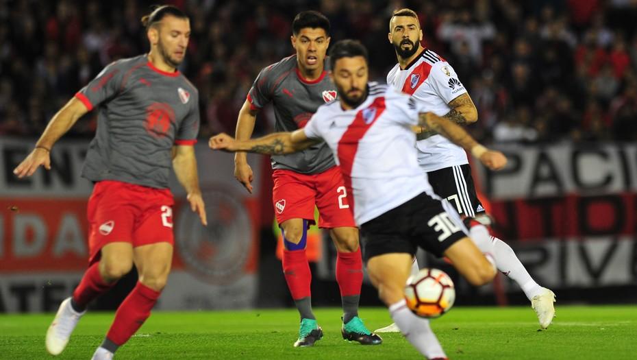 River se hizo fuerte en el Monumental, le ganó a Independiente y avanzó a las semifinales de la Copa Libertadores