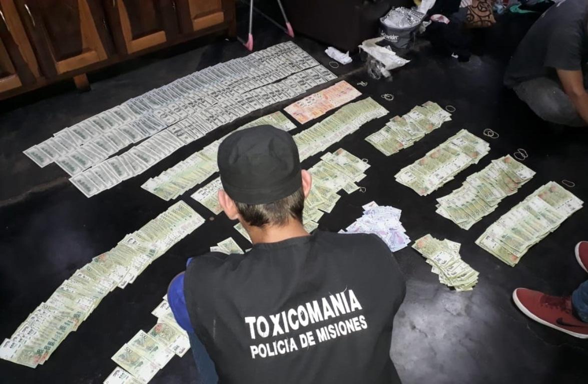 Garupá: tras los pasos de una banda narco, decomisan 600 mil pesos, 15 mil dólares y detienen a seis personas en el barrio La Ripiera