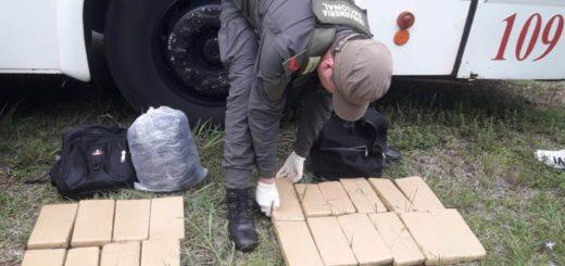 Llevaba marihuana escondida debajo de las butacas de un micro de larga distancia