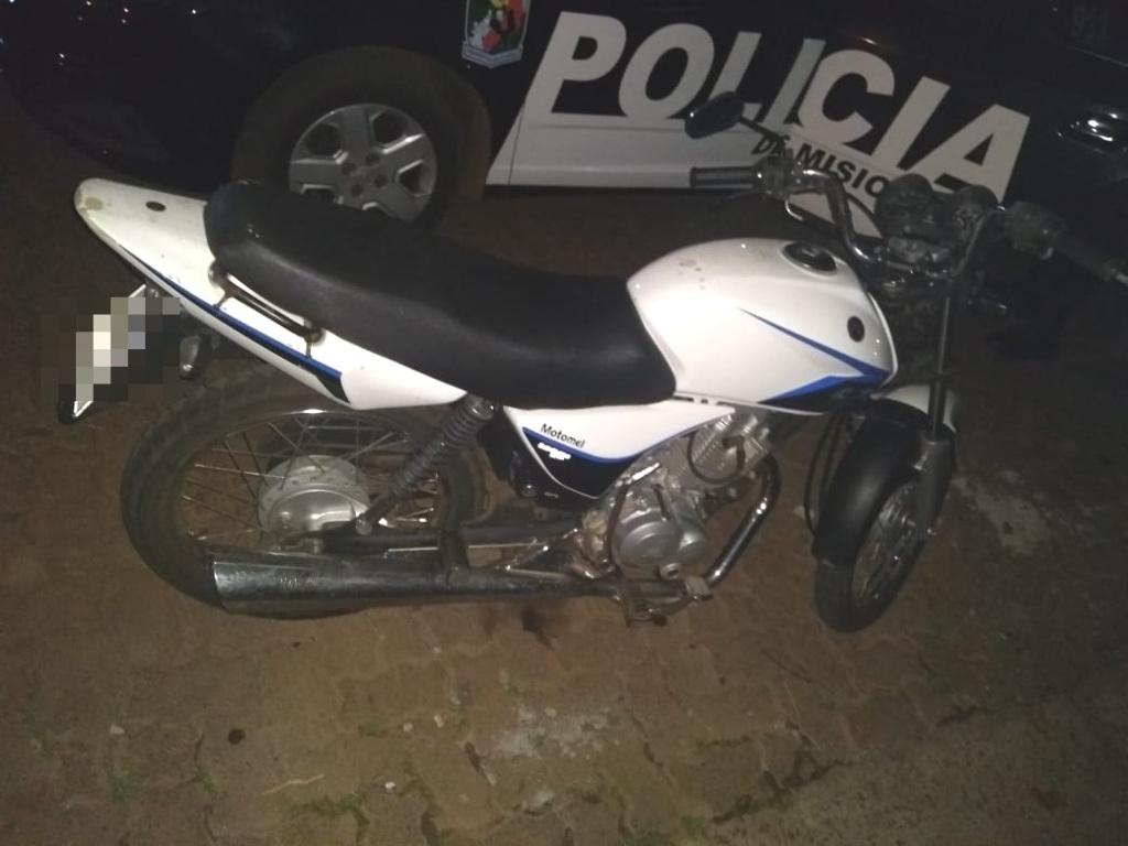 Atraparon a un joven que intentaba escapar en una moto robada en el estacionamiento de la terminal de Posadas