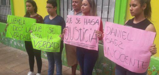 Pareja atropellada: cambiaron de escenario la declaración de la chica por una manifestación de la familia de Báez