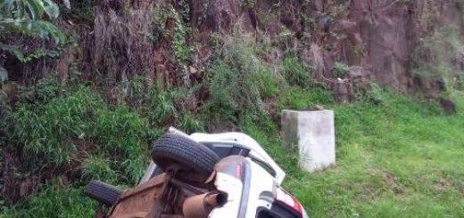 Insólito: cayó al vacío con una camioneta en la Cascada de la Costanera y está grave en el hospital Madariaga