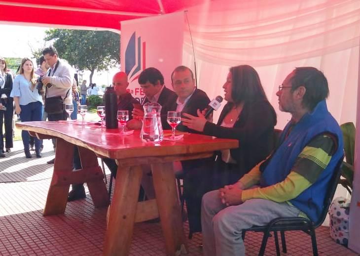 Herrera Ahuad y Losada dejaron oficialmente inaugurada la Primera Feria del Libro en la Costanera de Posadas