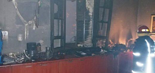 Los bomberos sofocaron esta madrugada, un incendio que se originó en las oficinas del Ministerio de Hacienda