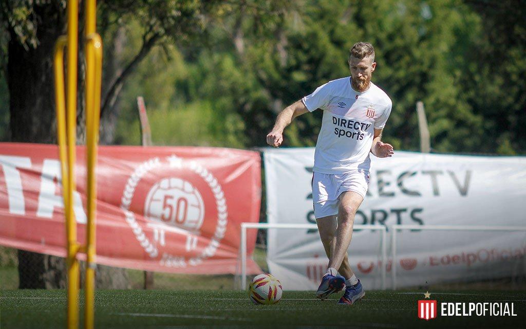 Fútbol: El misionero Jonathan Schunke ya se entrena a la par del grupo