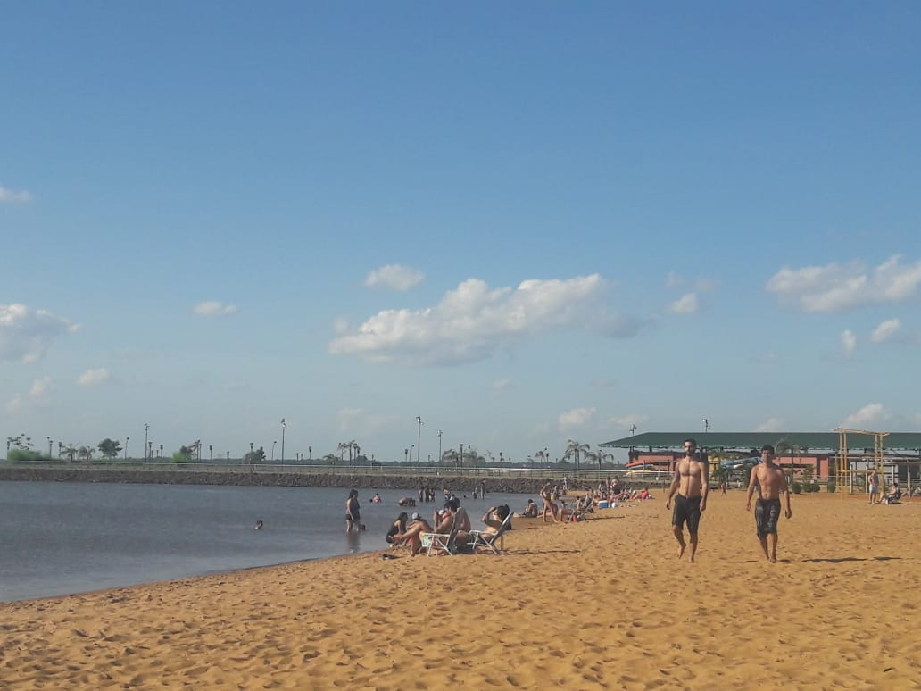 Los posadeños optaron por el río para combatir el calor del sábado