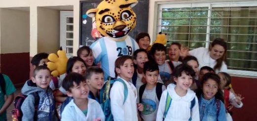 APES solidario: entregaron mercadería en la escuela 484 de Nemesio Parma
