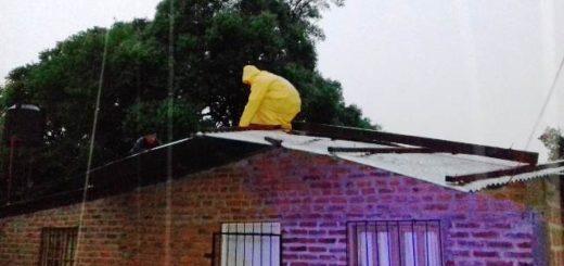 La Policía asistió y resguardó a una joven y su pequeño hijo en Oberá tras la voladura del techo de su casa