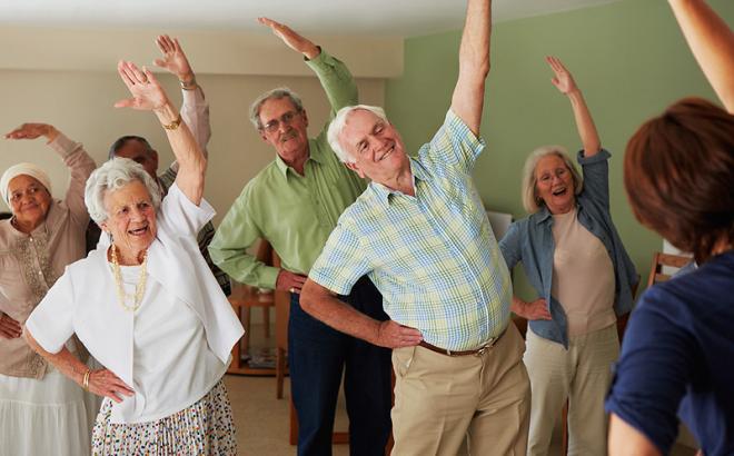 Día del adulto mayor: ¿cómo cuidar la alimentación en esta etapa de la vida?