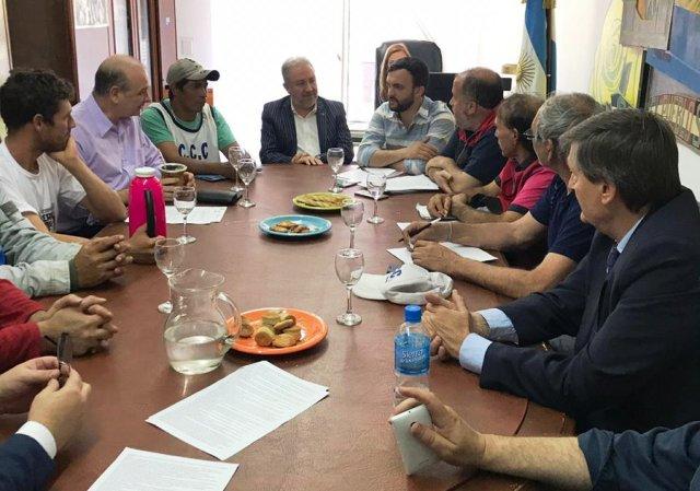 El diputado Franco se reunió con tareferos que protestan en Buenos Aires