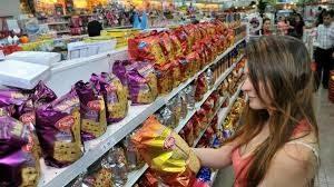 Por la altísima inflación el gobierno analiza incluir productos navideños a Precios Cuidados