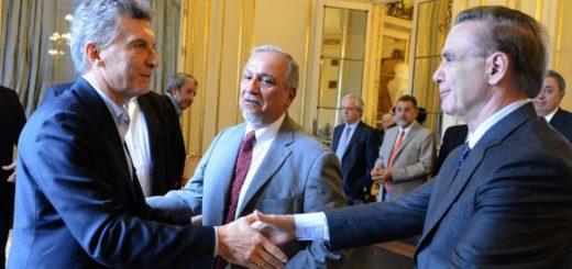 El Gobierno y un sector del peronismo negocian para endurecer la ley migratoria