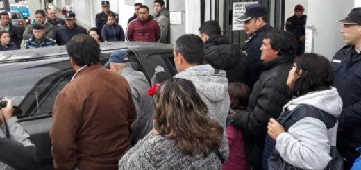 """Despidieron los restos de Sheila en San Miguel: """"No tengo palabras para estas bestias"""""""