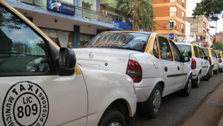 """Para Sandra Barrios """"hace falta un aumento en la tarifa de taxis, pero no es conveniente"""""""