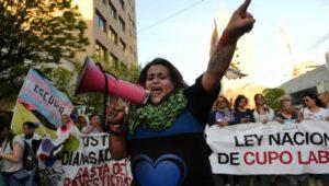 Trelew:  Clausuran dos estaciones de servicio por vender nafta en botellas a participantes del Encuentro Nacional de Mujeres