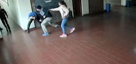 Video: se enteró que un preceptor acosó sexualmente a su hija y le dio una golpiza en el colegio