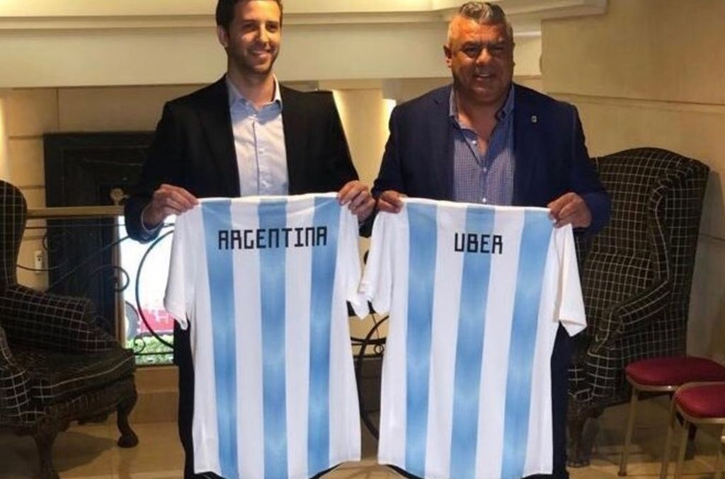 Uber es el nuevo sponsor de la AFA y los taxistas protestarán frente al edificio de la calle Viamonte