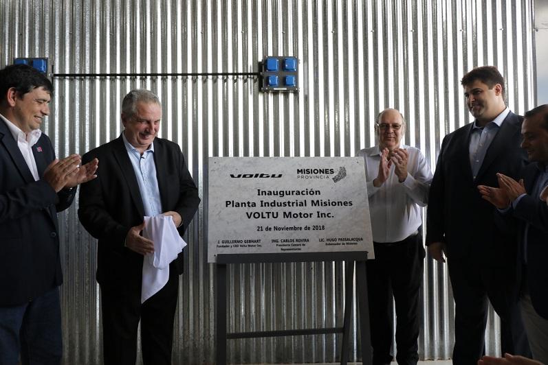"""""""Cerramos el año, abriendo esperanzas"""" dijo Passalacqua al inaugurar fábrica de motos eléctricas en Posadas"""