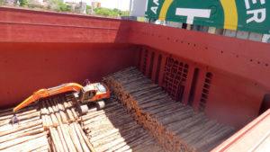 Tragedia fatal en el puerto de Montevideo en el buque que zarpó de Entre Ríos con rollos de madera hacia China: hay dos muertos