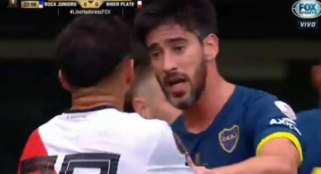 """#SuperFinalLibertadores: El gesto """"fair play"""" de Pablo Pérez con un jugador de River que enfureció a los hinchas de Boca"""
