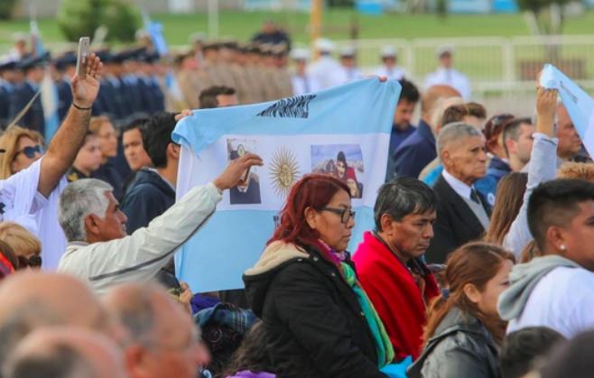 Los familiares de los tripulantes del ARA San Juan, entre el alivio y dudas, hoy conocerán imágenes del hallazgo