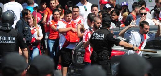 """#SuperFinalLibertadores: famosos y ex futbolistas hablaron de """"vergüenza"""" por el papelón mundial antes del partido entre River y Boca"""