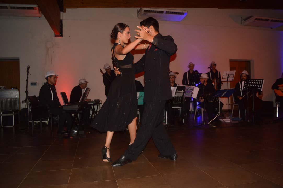 La Cruz de Santa Ana brilló más que nunca con una noche única a puro tango
