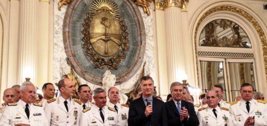 """Macri a miembros de las Fuerzas Armadas: """"Sé que ustedes también están poniendo el hombro"""""""