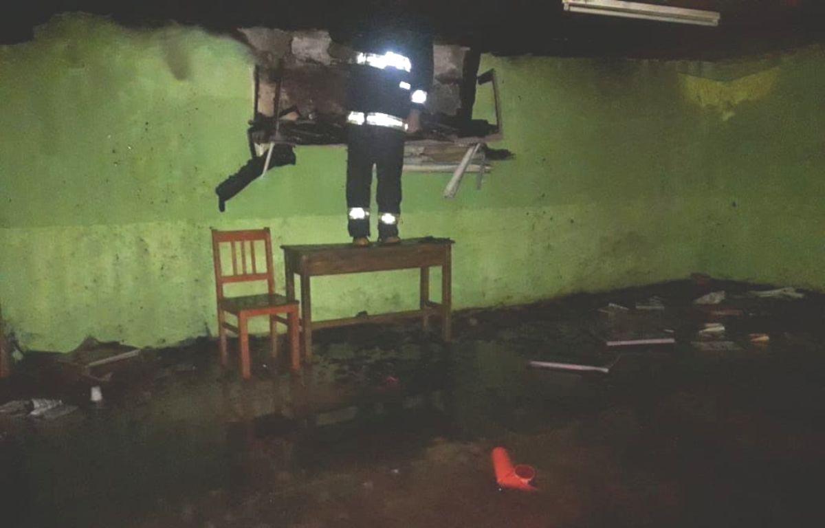Incendio en la escuela de Eldorado: creen que el motivo fue la cantidad de «enganchados» que hay a la línea que abastece de energía al establecimiento