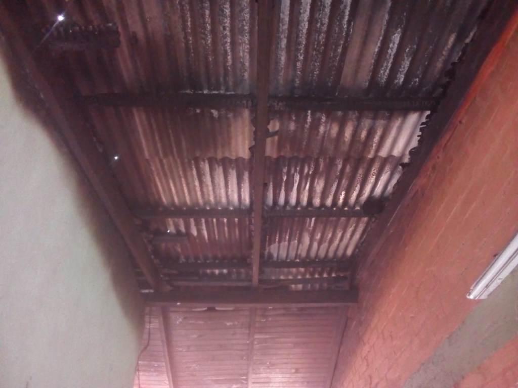 """Incendio en la escuela de Eldorado: creen que el motivo fue la cantidad de """"enganchados"""" que hay a la línea que abastece de energía al establecimiento"""