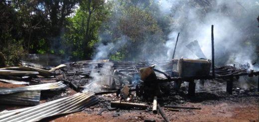 Policías asistieron en Bernardo de Irigoyen a una familia que había perdido todo en un incendio
