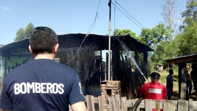Se incendió una casa en Apóstoles e investigan si fue intencional tras una discusión por el Boca y River que se viene
