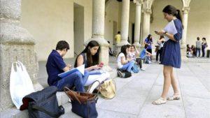 Deuda social: casi un 20% de la población total del país son jóvenes de entre 18 a 29 años, y 6 de cada diez aún viven con sus padres