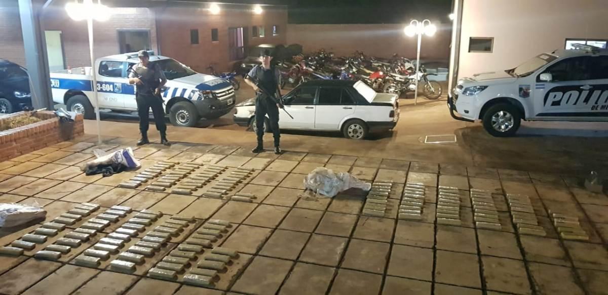 Garuhapé: incautaron un auto cargado con marihuana que iba a ser quemado por narcos