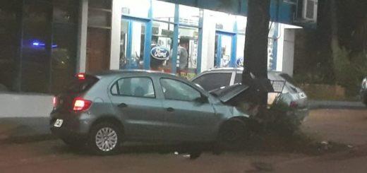 Eldorado: auto descontrolado subió a la vereda y chocó a un peatón