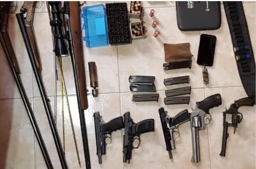 Contrabando de armas: detuvieron a seis personas que compraron un arsenal de armas por correo desde los Estados Unidos