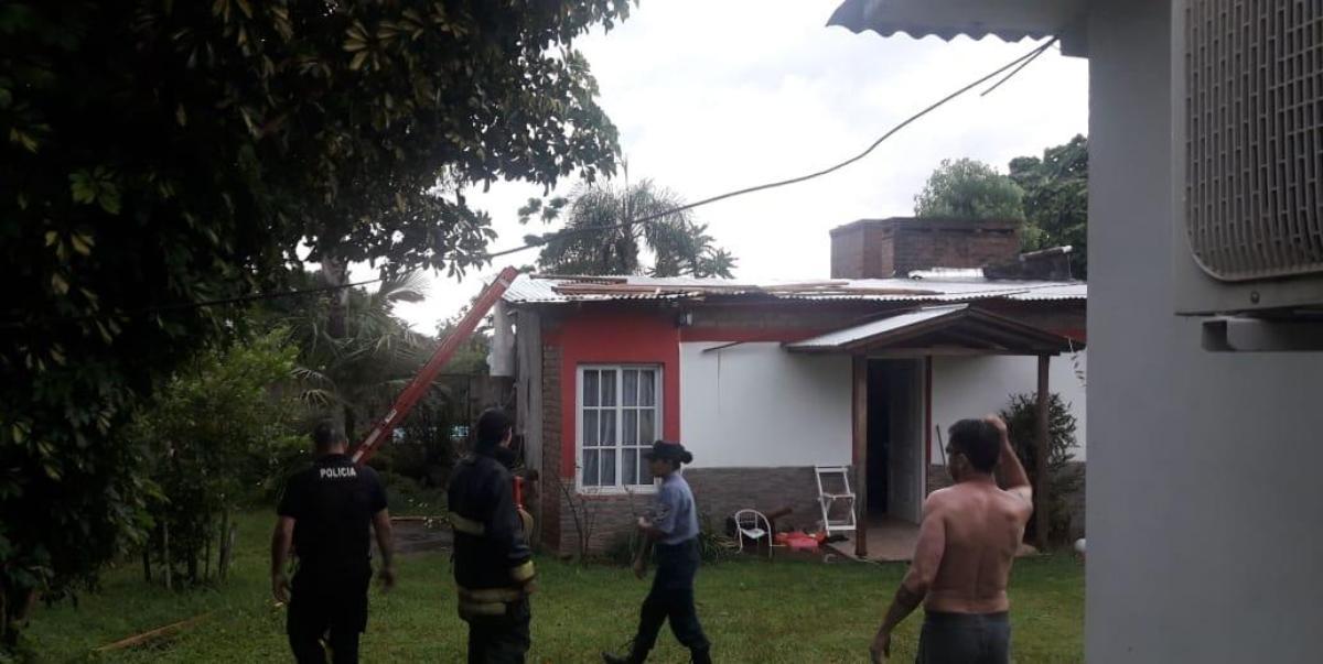 Cinco casas sufrieron voladuras de techos y además se registraron caídas de árboles en Alem