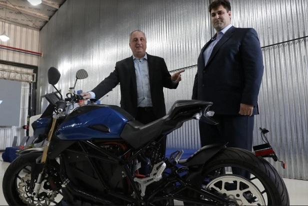 «Cerramos el año, abriendo esperanzas» dijo Passalacqua al inaugurar fábrica de motos eléctricas en Posadas