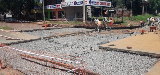 Posadas: Vialidad reconstruye el asfalto en la esquina de Jauretche y Almirante Brown