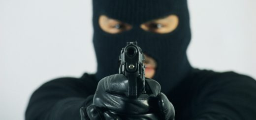 Ladrones armados asaltaron a un comerciante en su casa de Garupá: le robaron dinero, una camioneta y 40 baterías