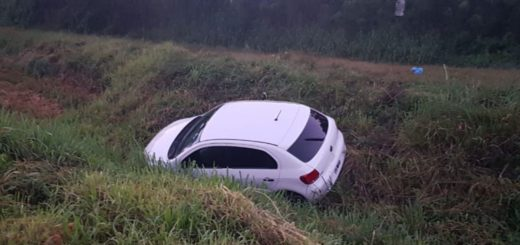 Se despistó un auto con cuatro jóvenes a bordo en Eldorado