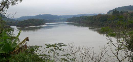 Traía un tractor desde el Brasil sobre una canoa y murió al caer al río Uruguay