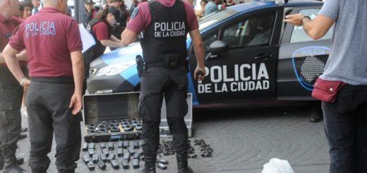 Detuvieron a dos dirigentes de izquierda antes de llegar a la marcha contra el G20: tenían 25 handies
