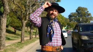 Un argentino corrió la maratón de Nueva York vestido de gaucho y con alpargatas